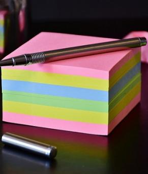 post-its-office-colours-pen